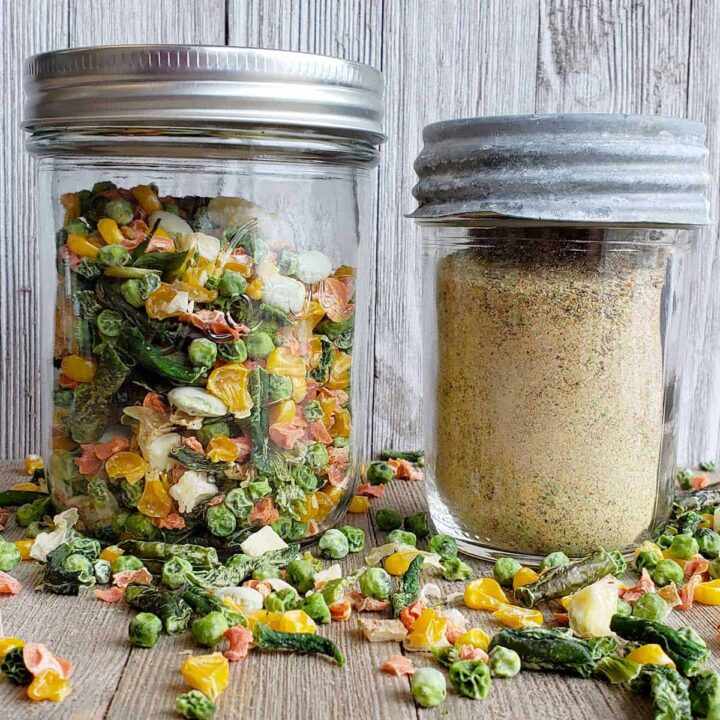 Jar of dehydrated vegetables and jar of dehydrated vegetable powder